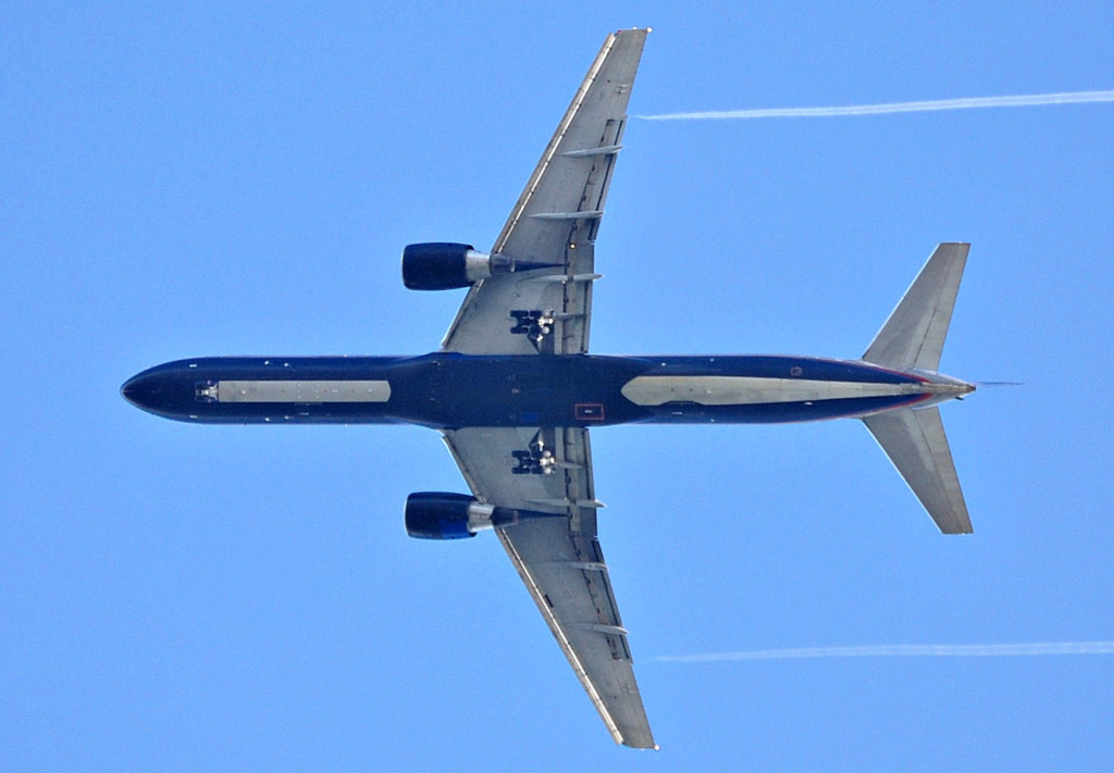 United_Airlines_B757-200_on_down_the_glideslope